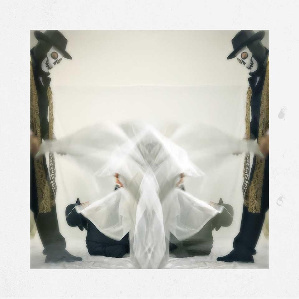 Guido-Cubo-Quadro-Into-White-10